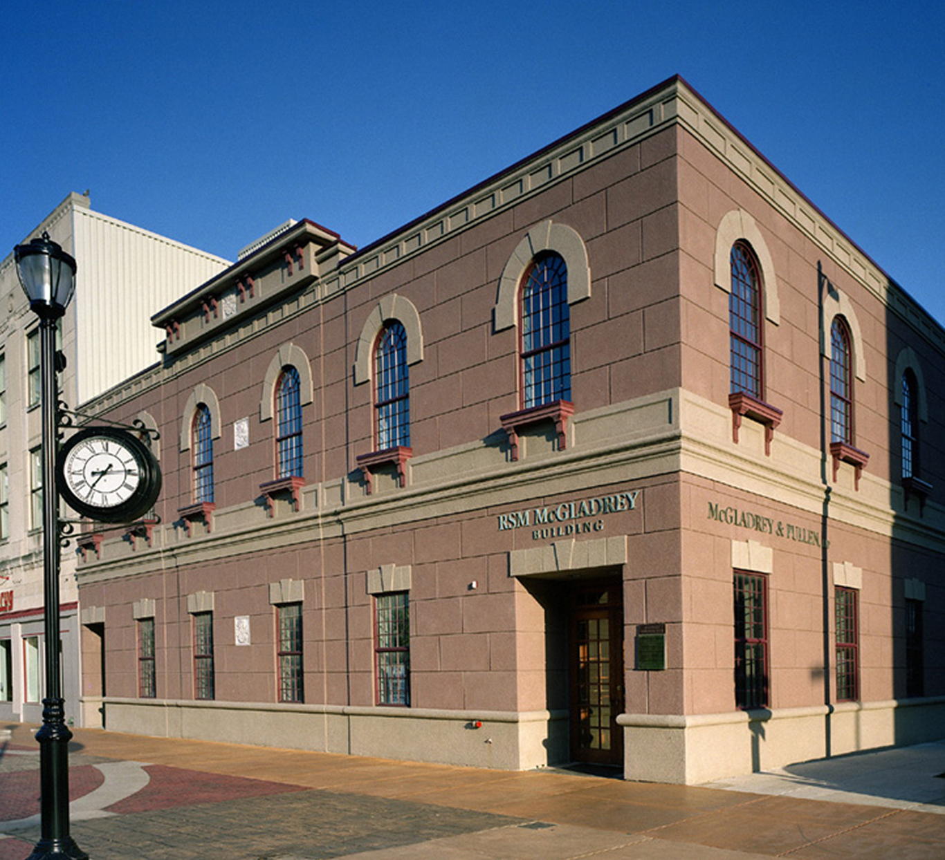 Evan Lloyd Architects provided office architectural services for the South Old State Capitol Plaza in Springfield, Illinois. Evan Lloyd Architect's renovation designed the adaptive re-use of an abandoned wood, steel and masonry building in historic downtown Springfield for professional offices.